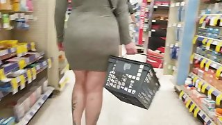 Flashing butt plug fat ass milf in vegas