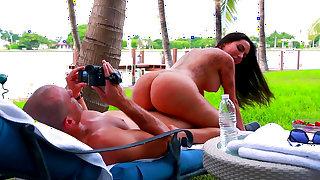 Backyard porn pleasures for top milf, Lela Star