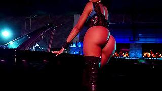 Ebony solo along curvy ass Karlie Redd